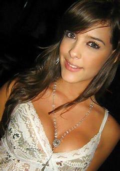 Hot Babes Making Sexy Selfies